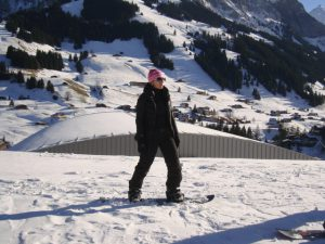 Vika on snowboard